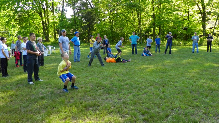 Boys Balloon Toss