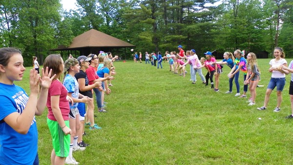 Girls Balloon Toss