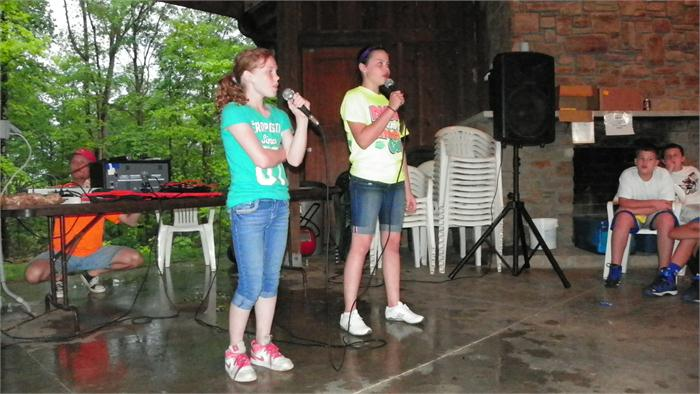 Camp Idol: Maddie and Hailey sang
